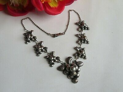 Vintage Sterling Silver Grape GRAPES Necklace Jewelry Repousse (AF800)