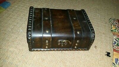Wooden small chest