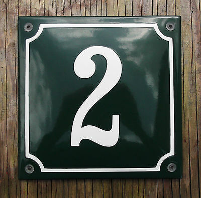 CLASSIC ENAMEL HOUSE NUMBER 2 SIGN. CREAM No.2 ON A GREEN BACKGROUND. 16x16cm.