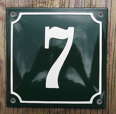 CLASSIC ENAMEL HOUSE NUMBER 7 SIGN. CREAM No.7 ON A GREEN BACKGROUND. 16x16cm.