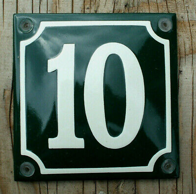 CLASSIC ENAMEL HOUSE NUMBER 10 SIGN. CREAM No.10 ON A GREEN BACKGROUND. 10x10cm.