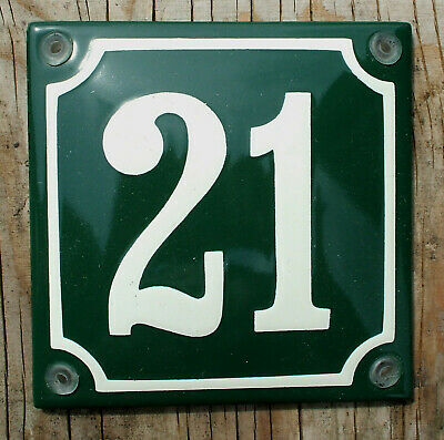 CLASSIC ENAMEL SIGN HOUSE NUMBER 29 CREAM No.29 ON A GREEN BACKGROUND.10x10cm.
