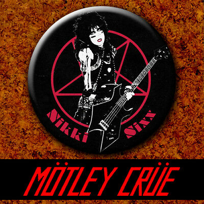 Motley Crue - Nikki Sixx 1983 Badge Button Chapa Pin 38mm The Dirt