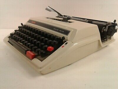 Vintage/retro Brother Deluxe 760TR portable Typewriter with carry case
