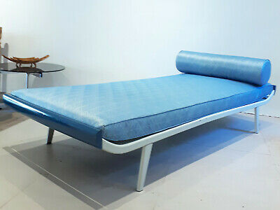 Vintage daybed desgined by Dick Cordemeijer for Auping. Circa 1960-1969