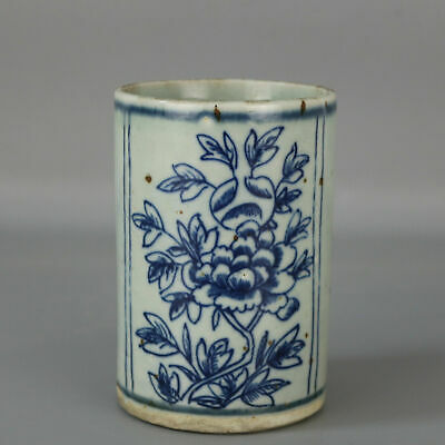 Chinese old hand-carved Blue & white porcelain flower pattern brush pot