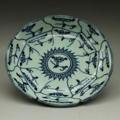 Chinese old hand-carved Blue and white porcelain flower pattern plate