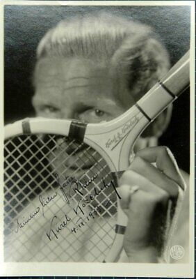 Porträtphotographie with Tennis Racket by the Photographers Bazar (Prague) Own