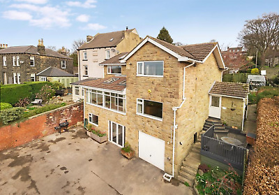 Beautiful large 4 bedroom detached home with stunning views in an excellent area