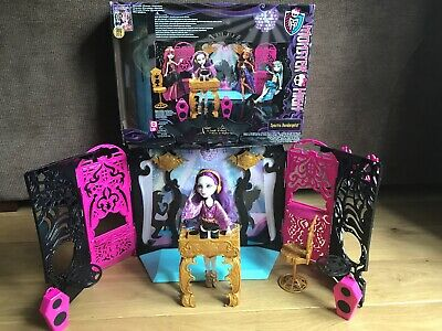 Monster High ..13 wishes Party lounge playset includes Spectra vondergeist doll