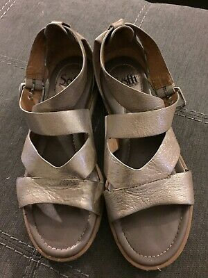 c271ac4398 Sofft Mirabelle Sandals - Women's Size 8M - Platino- Excellent Pre Owned  Cond.