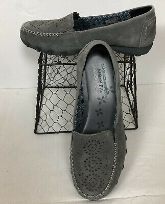 NEW SKECHERS 7.5 Breathe Easy Relaxed Fit Good Life Gray