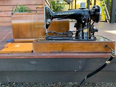 Vintage Singer sewing machine. Working condition or nice display piece.