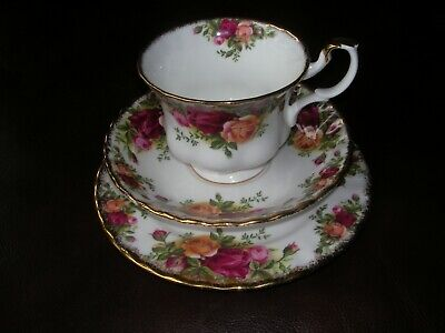 """Royal Albert Eng Bone China """"Old Country Roses"""" Tea Cup/Saucer/Plate Trio 1962"""