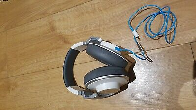 AKG K551 Reference Class Over-ear White Headphones + In-line Microphone + Remote
