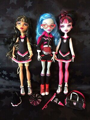 Monster High Dolls - Fearleading Squad - Draculaura, Cleo, Ghoulia & Accessories