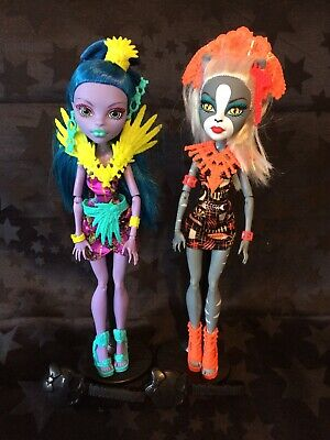 Monster High Ghouls Getaway Meowlody and Jane Boolittle, Stands & Brushes