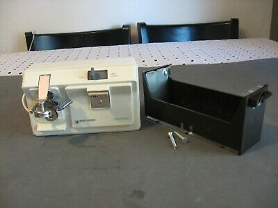 Black&Decker EC60G Type1 Spacemaker  can opener tested Clean with  hardware