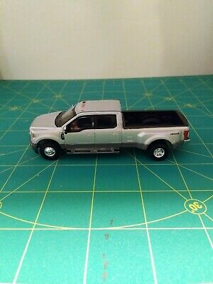 1/64 Greenlight Ford F350 Lariat Dually. Silver