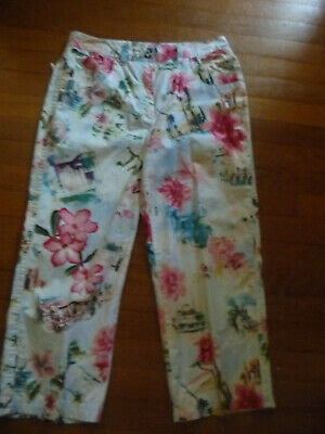 CHICOS 1 TROPICAL CAPRI PANTS Cropped Resort Scene Print Blue Pink Floral