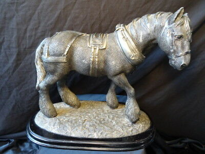 Vintage Cheval Shire Called Fleup Résine Figurine Ornement Monté Plinthe