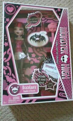 Monster High Draculaura 1st Wave First Wave 2011 Release First Edition NIB