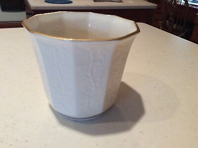 "Lenox Usa Ivy Collection Embossed Ivy & 24Kt Gold 5"" Cachepot"