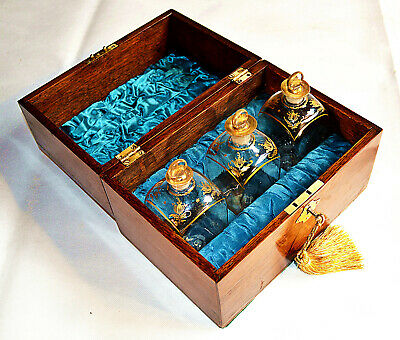 Early 19th Century Oak Decanter Box, containing 3 Gilded Decanters, circa 1800