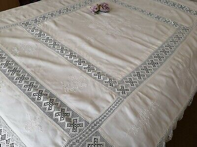 Exquisite Vtg Hand Embroidered Linen Crochet Lace Tablecloth/Bedpsread- Florals