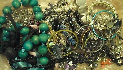 JobLot of tangled/broken costume jewellery different styles great lot 9-5-j1