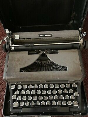 1940s Royal Portable Quiet Deluxe Typewriter with case - Working condition