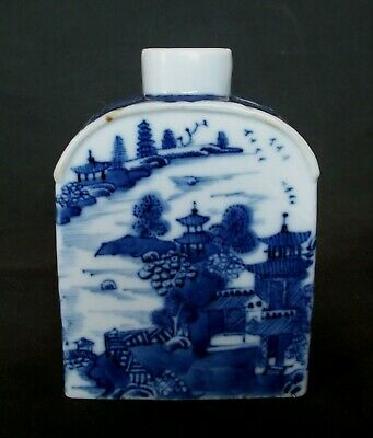 NICE CHINESE 18th C QIANLONG BLUE AND WHITE PAGODA PORCELAIN TEA CADDY VASE POT