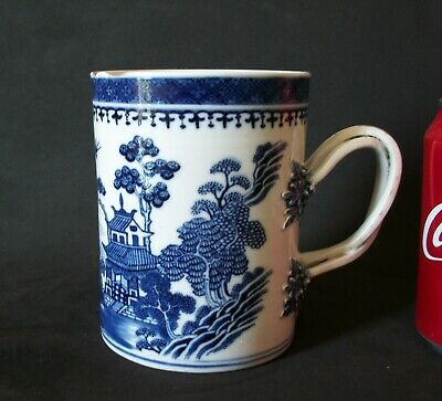 LARGE 18th C CHINESE QIANLONG BLUE AND WHITE PORCELAIN PAGODA TANKARD CUP VASE