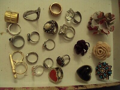 JobLot of rings costume jewellery different styles great lot 25-5-j3