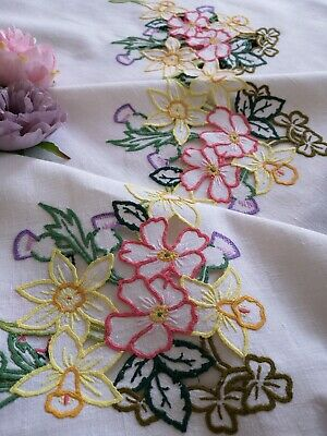 B'ful Vtg Hand Embroidered Irish Linen Tablecloth - Thistle Daffs Rose Shamrock
