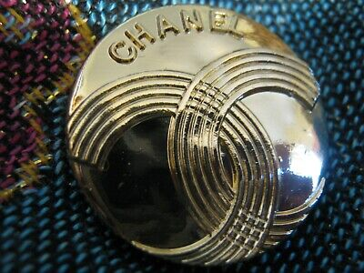 CHANEL 1 BUTTON GOLD COLOR  23 mm , 1 inch metal with  cc logo