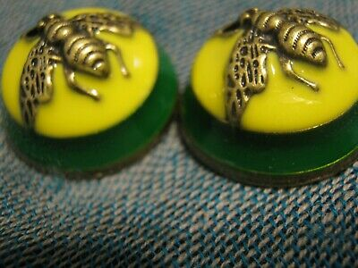100% Gucci 🌺 2 buttons green yellow bees 23 mm dome style two pc  ❤️
