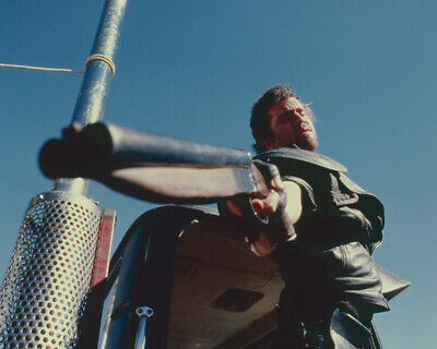 235011 Mel Gibson in Mad Max 2 pointing shotgun Road Warrior PRINT POSTER AU