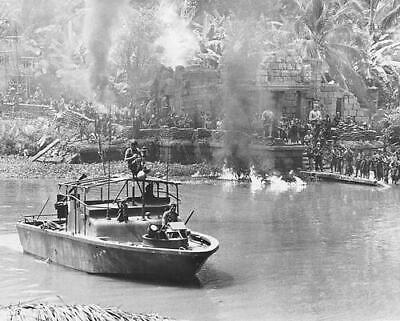 235958 Apocalypse Now Boat On River Wall Print Poster Au