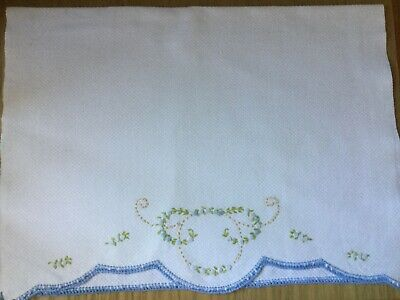 Vintage Hand embroidered Guest / Hand Towel Flowers