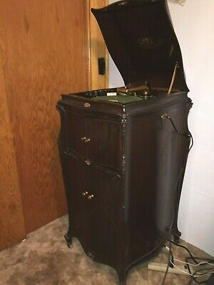 Beautiful VTG 1917 Victrola phonograph w160 records Located 3 hrs from Denver