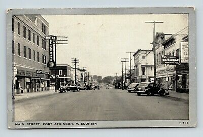 Fort Atkinsons Wi Old Vintage View Of Main Street Postcard A1-2
