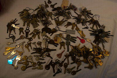 HUGE LOT Vintage Antique Keys, Auto, Hotel, Locker, Door, Auto More 6 pounds!!