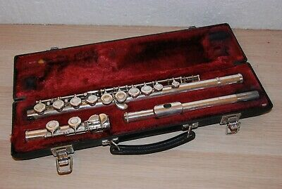 YAMAHA YFL- 225S FLUTE made in JAPAN WITH HARD CASE