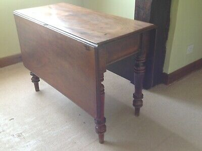 Antique gate legged dining table in fairly good condition