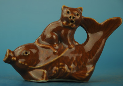 china old hand-made brown glaze porcelain fish and cat Statue a02