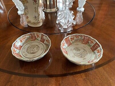 "Pair Antique Japanese Imari rust glaze 6 1/2"" bowls with scalloped rim"