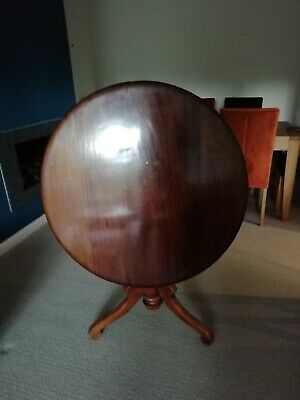 Victorian Mahogany veneered round tilt top tripod leg table.