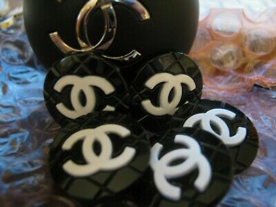 CHANEL 5 BUTTONS  BLACK WHITE   18mm ,  QUILT WITH  cc logo 5