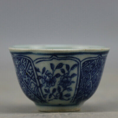 Chinese old hand-carved porcelain Blue and white flower pattern Kung fu cup b01